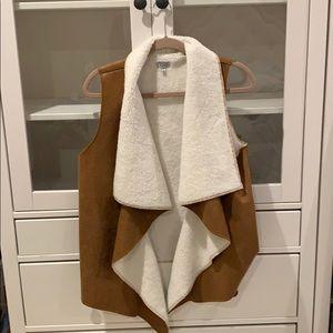 Tobi faux fur vest